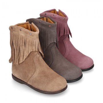 Suede leather little ankle boots with FRINGED design for kids.