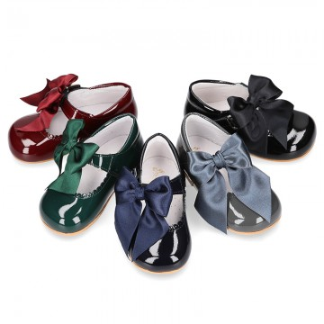 Classic patent leather little Mary Janes with scallop and buckle with BOW design.