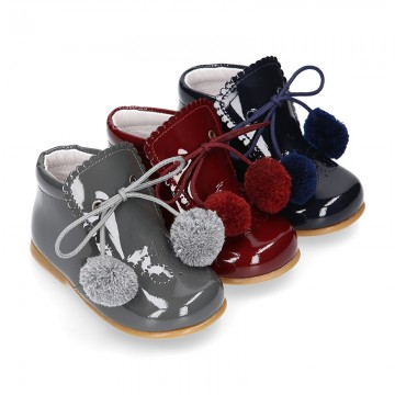 Classic kids patent leather ankle boots with POMPONS.
