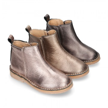 Casual METAL NAPPA leather kids ankle boot shoes with elastic band and zipper closure.