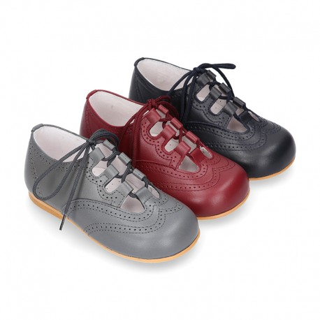 Nappa leather Stylized classic english style shoes with shoelaces closure.