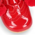 Botita tipo galesa inglesita niños en piel charol ROJO con POMPONES.