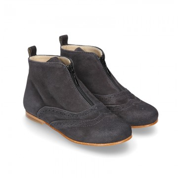 Ankle boots shoes oxford style shoes with central zipper closure in suede leather for girls.