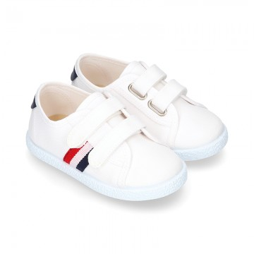 Cotton canvas tennis shoes laceless.