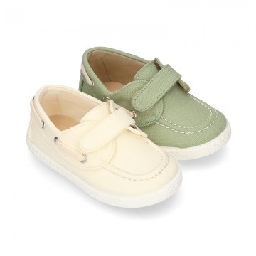 Cotton Canvas Boat shoes laceless for kids.