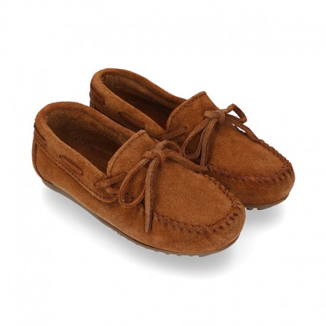 Indian style Moccasin shoes with bows in suede leather.