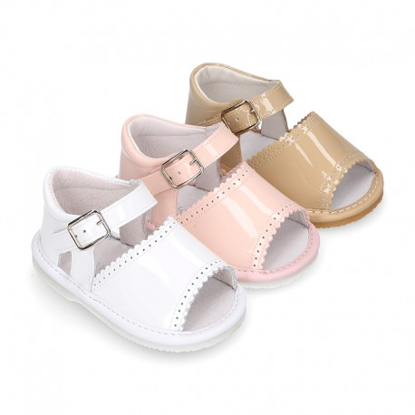 Patent leather Sandal shoes for babies.