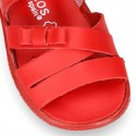 Washable leather sandal shoes with crossed strips and ribbon for little girls.