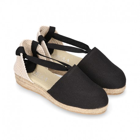 Cotton canvas espadrilles shoes Valencia style in black color.
