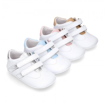 Tennis style shoes for babies laceless in leather.