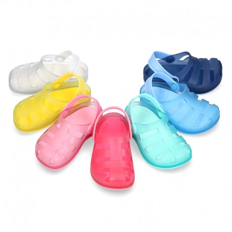 Kids jelly shoes with SURFI CLOG design for beach and pool use.