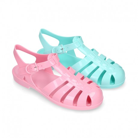 Women classic jelly shoes sandal style for the Beach and Pool i SOLID colors.