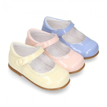 Patent leather little Mary Janes with button fastening in PASTEL colors.