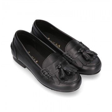 Classic school GIRL Moccasin shoes with tassels and fringed design in Nappa leather.