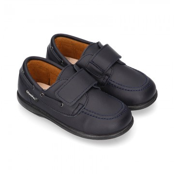 School washable leather boat style shoes laceless.