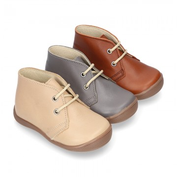 Ankle boot shoes for first steps with laces closure, toe cap and counter in EXTRA SOFT leather.