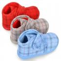 Botita casa niños sin cordones en pana fina con rayas.