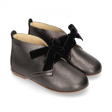 BLACK METAL Nappa leather ankle boot shoes with thinner shape and velvet shoelaces.