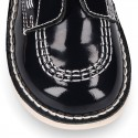 Basic casual ankle boot shoes laceless in patent leather.