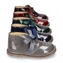 Classic Safari Boots with laces closure and waves in patent leather.