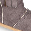 Autumn winter canvas ankle boots with hook and loop strap and fake hair lining.