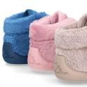 Botita casa niños sin cordones en lana con puntera y talonera reforzada.