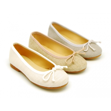 Classic ballet flats in CEREMONY LINEN to dress with adjustable bow.