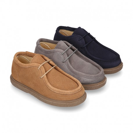 New Suede leather WALLABEE style shoes with shoelaces closure.