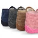Botita de casa cierre adherente oculto en lana estructurada.