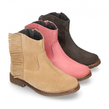 Ankle boot shoes in suede leather with fringed detail.