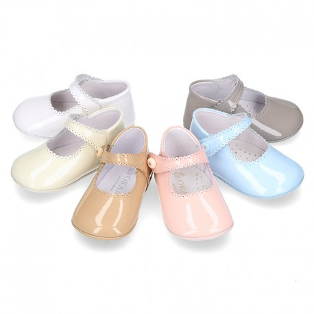 Patent leather Mary Janes for babies with button.