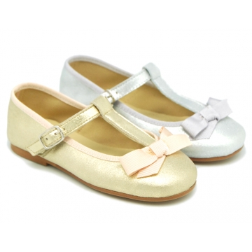 T-strap little Mary Jane shoes with buckle fastening in metal finish suede leather.