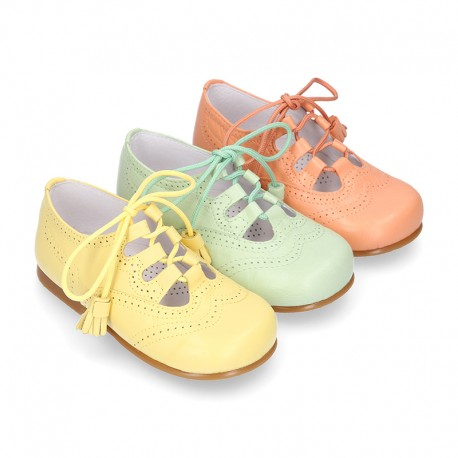 Nappa leather ENGLISH style shoes with laces with tassels in FASHION colors.
