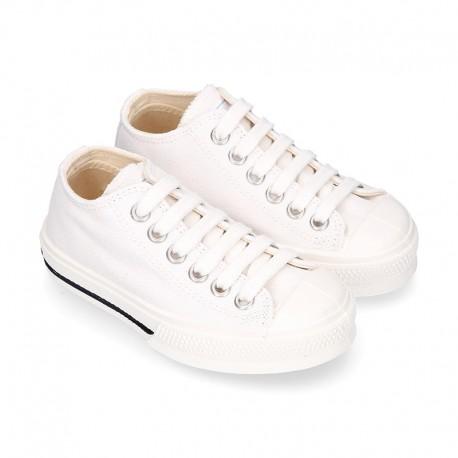 Zapatilla niños CASUAL OKAA con puntera y cordones en color blanco.