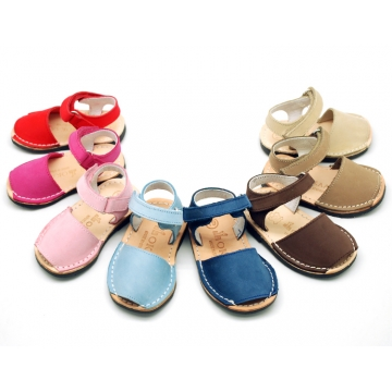 NOBUCK leather Menorquina sandals with flexible outsole and velcro strap.