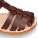 Sandalia niño piel SUAVE tiras cruzadas con suela super flexible.