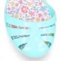 Bailarina niña con hebilla y diseño con FLORES para Playa y piscina.