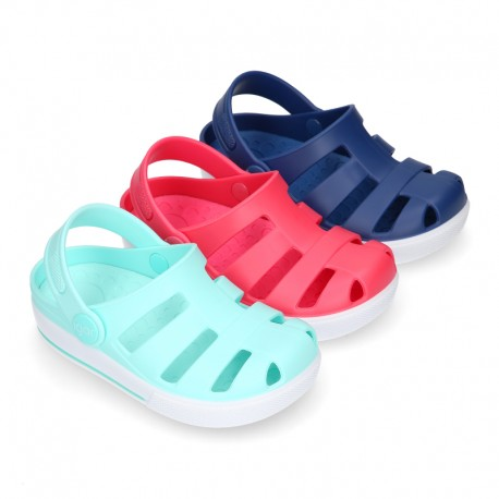 Kids jelly shoes with OLA CLOG design for beach and pool use.