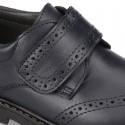 Zapato colegial niño tipo Blucher sin cordones y diseño pala vega en piel.
