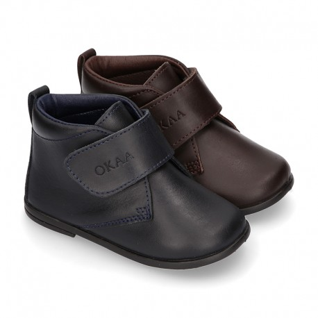 Little kids Bootie school shoes laceless in washable leather.