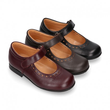 School Classic girl Nappa leather little Mary Jane shoes with chopped design, hook and loop strap in classic colors.