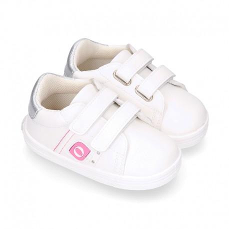 White color OKAA FLEX girl tennis shoes laceless.