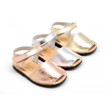 METAL Leather Menorquina sandals with flexible outsole and velcro strap.