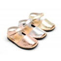 Leather Menorquina sandals with METAL finish, flexible outsole and velcro strap.