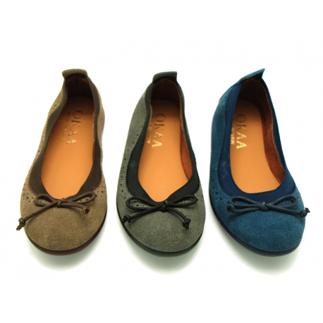 Suede leather ballet flat shoes with elastic band and perforated design.
