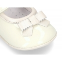 Classic little ballet flat shoes for babies with hook and loop strap and ribbon in patent leather.