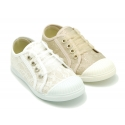 Cotton laces canvas bambas type shoes with ties closure and toe cap.