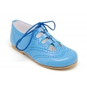 Stylized classic english style shoes with ties closure.