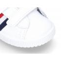 Zapatilla sin cordones con bandera en piel lavable.