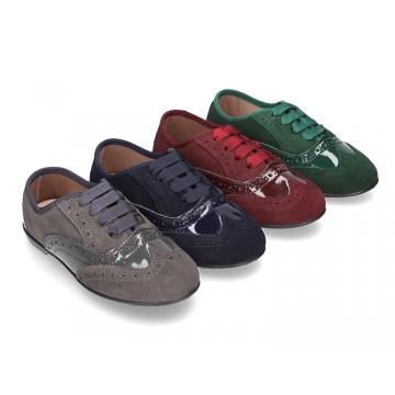 Zapato tipo Blucher niña combinado con lazos en piel serraje y charol.